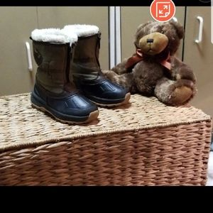 Size 9 toddler boots NWOT Carter's snow boots